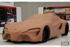 父:「おとーさんの仕事は会社で粘土を使って自動車を作ることだよ。」息子:「ズルイ」