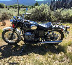 "54 gilla-markeringar, 1 kommentarer - Jonathan Sobol (@jonathansobol) på Instagram: ""Old Lady Eldo ready for a warm December ride. www.sobolart.com #motoguzzieldorado #motoguzzi #guzzi…"""