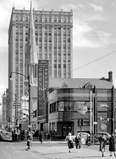 5th and Broadway, SE corner 1940s. University of Louisville Photographic Archives