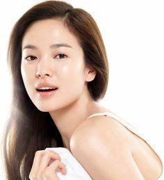 Celebrity Secrets to Clear, Vibrant and Youthful Skin More Korean Celebrity Skin Care Secrets Beauty Hacks Skincare, Korean Skincare Routine, Skincare Blog, Beauty Products, Korean 10 Step Skin Care, Tips Belleza, Belleza Natural, Korean Celebrities, Flawless Skin