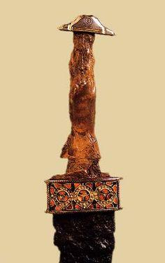 Épée longue, milieu du VIè siècle après Jésus-Christ, trouvée dans la Marne, Römisch-Germanisches Museum, Colonia.