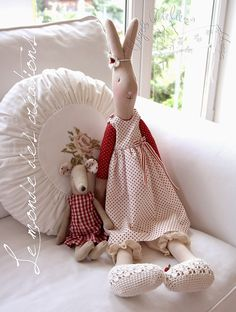 Le monde des créations Maileg Bunny, Baby Nap Mats, Doll Beds, Bear Doll, Christmas Sewing, Sewing Toys, Waldorf Dolls, Fabric Dolls, Soft Furnishings
