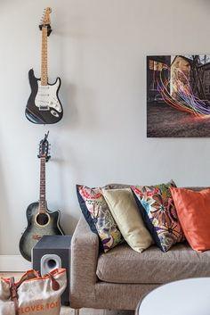Inspiracje w moim mieszkaniu {Inspiration in my apartment}: Gitara ozdobą wnętrza / Guitar interior decoration...