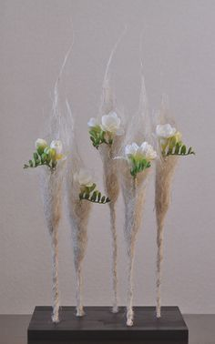 White flower arrangement with Freesia and jute fiber -  2014/03/10 Mon 10:37 - 140310.jpg