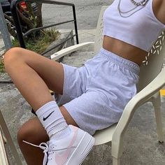 Christine Andrew from Hello Fashion shares her latest family loungewear haul and looks on sale, from Nike and Adidas to other favorite brands. Style Outfits, Mode Outfits, Retro Outfits, Cute Casual Outfits, Short Outfits, Vintage Outfits, Fashion Outfits, Fashion Tips, Fashion Ideas