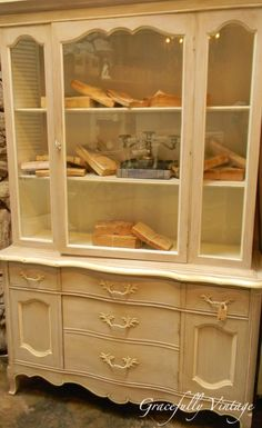 Wonderful Vintage China Hutch - if only I could get my hands on one! Chicago Furniture, Fine Furniture, Cheap Furniture, Home Decor Furniture, Painted Furniture, Refinished Furniture, Home Design Decor, House Design, China Cabinets And Hutches