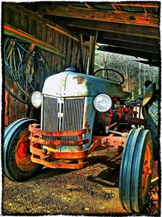 Old Tractor . Seems like EVERY farm has an OLD tractor sitting in the field. Antique Tractors, Vintage Tractors, Vintage Farm, 8n Ford Tractor, Tractor Pictures, Classic Tractor, Old Farm Equipment, Country Life, Country Living
