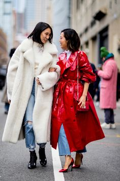 100 Best Street Style Looks From New York Fashion Week Fall 2018 - Street Style Outfits Best Street Style, Street Style Outfits, New York Fashion Week Street Style, Street Style Trends, Autumn Street Style, Cool Street Fashion, Fashion Mode, Moda Fashion, Fashion Outfits