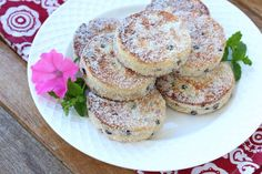 Unforgettably flaky, tender, melt-in-your-mouth texture with sweet currants and aromatic mace, these traditional Welsh cakes are simply irresistible! Welsh Cakes Recipe, Welsh Recipes, British Dishes, British Desserts, Canning Recipes, International Recipes, Cake Recipes, Bread Recipes, A Food