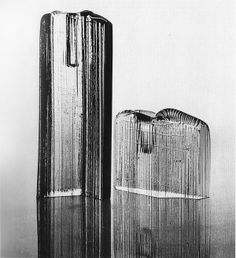 Tapio Wirkkala - Art glass sculptures for Iittala, Finland. Water Glass, Clear Glass, Glass Ceramic, Glass Vase, Vintage Vases, Stained Glass Art, Glass Design, Scandinavian Design, Designer