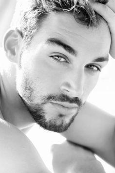 Bakışlarınız bu kadar güzel !!! ama sakalınızda bozulmalar mı ? var !!!