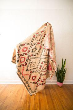 [SOLD] NOT THAT KIND OF RUG : vintage berber carpet