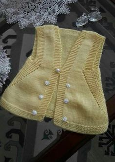 Easy to Make Vest Recipe for Beginner Knitters. 12 years - Berrin Gurbuz - - Easy to Make Vest Recipe for Beginner Knitters. Tie Dying Techniques, Bird Quilt, Usa Baby, Baby Vest, Moda Emo, Baby Socks, Baby Sweaters, Baby Knitting Patterns, Vestidos