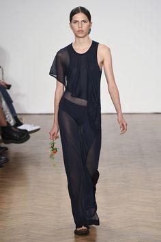 Pringle of Scotland Spring 2018 Ready-to-Wear  Fashion Show - Hayett McCarthy