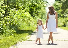 mother and daughter photo ideas | Mother daughter photo - cute and I like the white ... | Photo Ideas