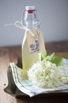 Make lemonade yourself – summer recipes and arguments why homemade is better - Make Easter Decorations Elderberry Season, Clean Eating For Beginners, Elderflower, Pin Image, Summer Recipes, Lemonade, Good Things, Treats, Homemade