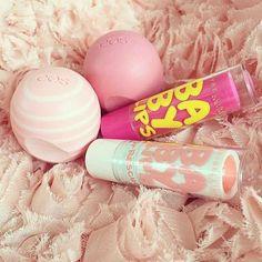 Imagen de eos, make up, and baby lips Baby Lips Maybelline, Eos Lip Balm, Lip Balms, Lip Balm Recipes, Girl Life Hacks, Makeup Rooms, Baby Skin, Vaseline, Makeup Cosmetics