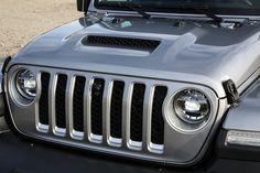 Das neue Modell markiert die Rückkehr der Marke in das Pickup-Segment und kommt zu den Feierlichkeiten des 80-jährigen Jubiläums von Jeep® zu den europäischen Händlern. Jeep Gladiator, Vehicles, Car, Celebrations, Scale Model, Automobile, Autos, Cars, Vehicle