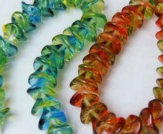 Three petal flower Czech glass beads 25pc, €3,04