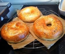 Bagels *** easy with the Varoma - backen - Pasta Thermomix Bread, Breakfast Bagel, Empanadas, Baked Chicken Recipes, Easy, Food Humor, Pampered Chef, Bread Baking, Chapati