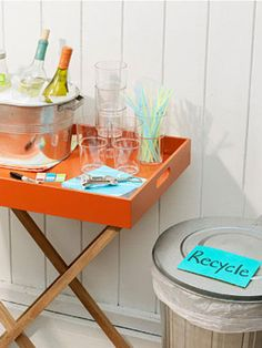 A beverage station separate from the food lets guests mix drinks and mingle. #party #bbq #memorialday