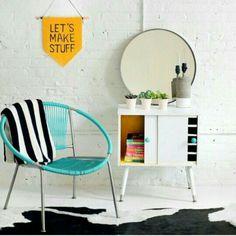 Cadeira colorida deu vida ao ambiente
