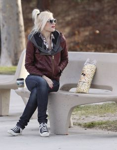 Gwen Stefani even in her laid back clothes shes gorgeous
