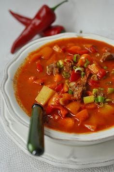 Pikantna zupa paprykowa Vegan Runner, Soup Recipes, Cooking Recipes, Vegan Gains, No Cook Appetizers, Easy Food To Make, Dinner Dishes, My Favorite Food, Good Food