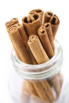 Como fazer óleos perfumados de canela | eHow Brasil