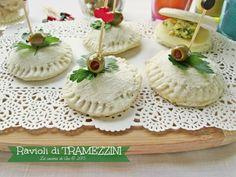 Ravioli di tramezzini preparati con il pane in cassetta e ripieni di formaggio verdure mousse e quello che più piace a voi !