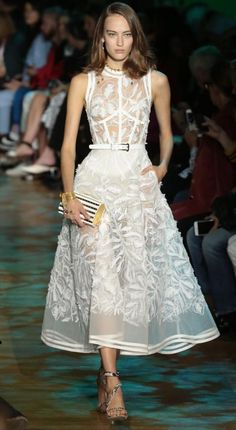Elie Saab 2018 Spring Summer Ready to Wear Fashion Vestidos, Fashion Dresses, Elie Saab, Trendy Dresses, Elegant Dresses, Formal Dresses, Beautiful Gowns, Beautiful Outfits, Love Fashion