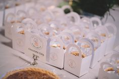 Wanna know whats better than cake? 😜 Especially when it's little and comes in its own carrying bag! Great wedding guest favors from Sweet Creation Nashville. We loved the idea and the pies! Corporate Photography, Wedding Photography And Videography, Wedding Favors For Guests, Nashville Wedding, Corporate Events, Photo Booth, Place Card Holders, Cake, Sweet