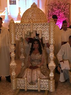 Brides dream about having the ideal wedding, but for this they need the ideal bridal gown, with the bridesmaid's outfits complimenting the brides-to-be dress. These are a number of suggestions on wedding dresses. Arab Wedding, Desi Wedding, Wedding Bride, Wedding Day, Wedding Tips, Wedding Ceremony, Moroccan Bride, Moroccan Wedding, Moroccan Dress