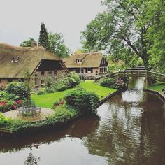 Meet Giethoorn, the cutest little Dutch village without roads and only bike paths and canals! @kikcontains