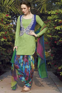 Looking to buy salwar kameez? ✓ Shop the latest dresses from India at Lashkaraa & get a wide range of salwar kameez from party wear to casual salwar suits! Suit With Jacket, Jacket Style, Green Jacket, Indian Attire, Indian Wear, Suit Fashion, Fashion Outfits, Fashionable Outfits, Stylish Dresses