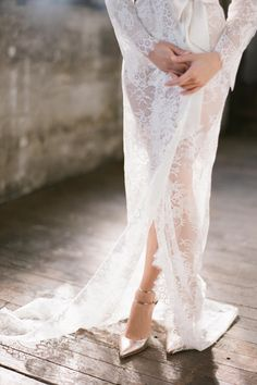 Swan Queen lace robe - bridal long dressing gown in Ivory | Image: Jemma Keech Photography.