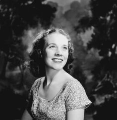 a young Julie Andrews (via Classic Movies Digest)