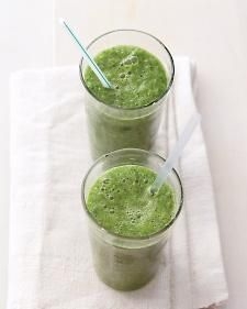 Green Machine Smoothie: The Green Machine smoothie is perfect for detoxing and is loaded with nutrients. #smoothie