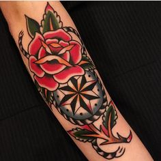 A compelling guide to color tattoos: the pros and cons of color tattoos, color tattoo styles and photo ideas. Skull Rose Tattoos, Black Ink Tattoos, Color Tattoos, Atom Tattoo, Watercolor Wolf Tattoo, Traditional Tattoo Old School, Full Back Tattoos, Cartoon Tattoos, Minimal Tattoo