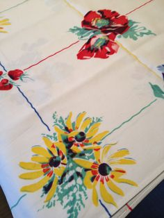 Vintage Floral and Fruit Tablecloth by MonkeyGrassDesigns on Etsy Vintage Shabby Chic, Vintage Love, Vintage Floral, Vintage Items, Vintage Style, Vintage Tablecloths, Linen Tablecloth, Table Linens, Linens And More