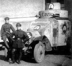 Durant les années qui suivirent la fin de la première guerre mondiale, la vie politique et sociale allemande fut trés agitée. Le pouvoir étant a prendre, il s'en suivit des luttes meutrières entre les forces de gauches et les FreiKorps qui étaient issus des tranchés et qui voulaient conserver un pouvoir conservateur. Ils furent équipés de divers armements issus de l'ex armée impériale. Je m'explique mal la provenance de cette Lancia IZ au décor si particulier.