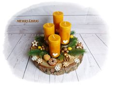 Wonderful Screen Advent Wreath 2018 Thoughts Many places of worship variety the Advent-wreath-making affair in the first Saturday in the season. Advent Wreath Candles, Christmas Advent Wreath, Christmas Swags, Easy Christmas Crafts, Christmas Candles, Christmas Centerpieces, Gold Christmas, Xmas Decorations, Simple Christmas