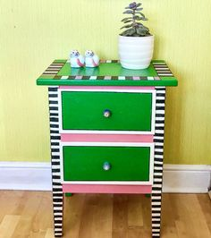 How to Paint Wonderful Whimsical Chest of Drawers DIY How to Paint Wonderful Whimsical Chest of Drawers DIY FiberArtsy DIY and Crafts for TEENS DIY fun and whimsical nbsp hellip makeover drawers Hand Painted Dressers, Painted Chest, Painted Drawers, Diy Drawers, Upcycled Furniture, Unique Furniture, Shabby Chic Furniture, Painted Furniture, Diy Furniture