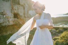 Fall / Winter bridal inspiration: photo by A Girl and A Camera | dress and shawl by Ju.Lee Collection | Makeup by Kristen Calderaro | Hair by Gigi Moss #sutrobath #sanfrancisco #juleechic
