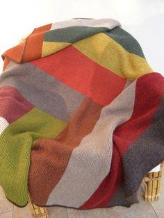 Le retour du plaid ♥ - Les bricoles du grenier Plaid Laine, Make Blanket, Captain Hook, Crochet Granny, Knitting Patterns, Textiles, Quilts, How To Make, Blankets