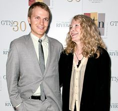 Whoa! Mia Farrow hints that Frank Sinatra -- not Woody Allen -- could be the father of her son Ronan. Tell Us: Do you see a resemblance?