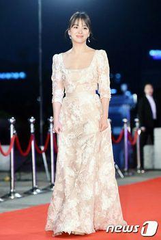 Song hye Kyo at KBC 2016 red carpet