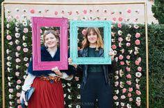 Photocall para bodas hecho de flores.