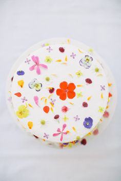 Ways to make over a store-bought cake: Edible Flower Cake | Design Love