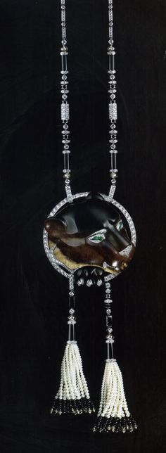 Cartier Panther necklace in platinum, brilliant-cut diamonds, diamond balls brown, onyx, cultured pearls and emeralds for the eyes, around the head of a panther petrified wood-70 million years old